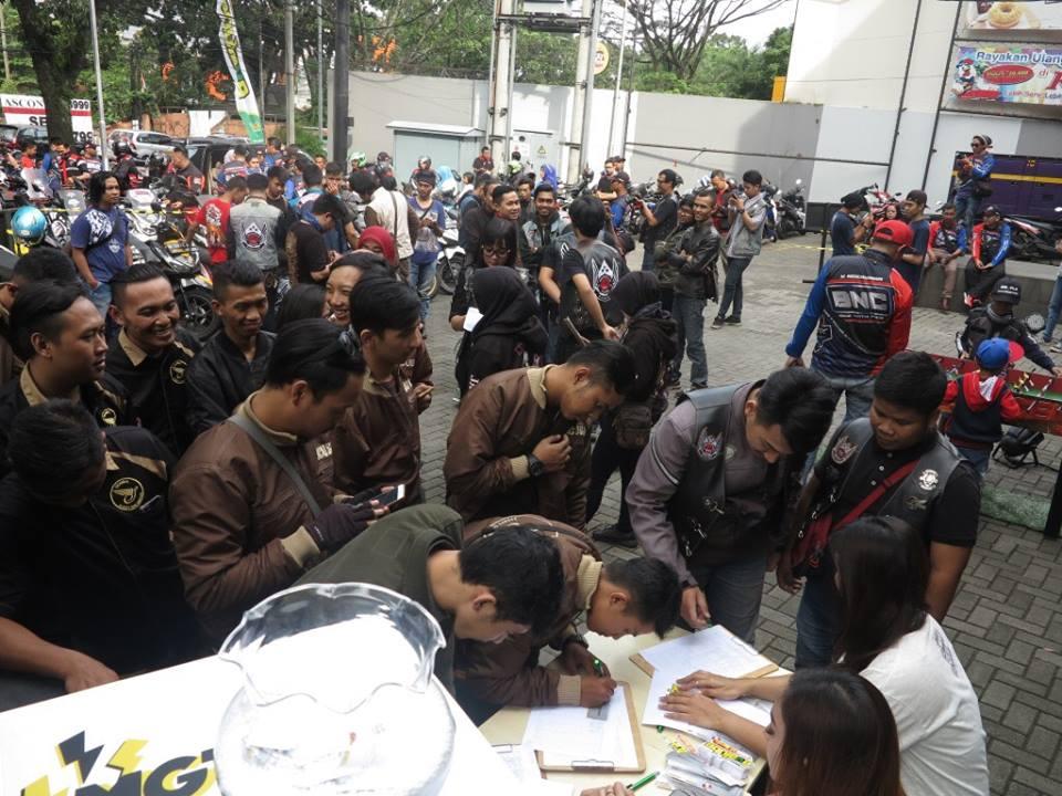 "Evalube Ajak Komunitas Motor Bandung Salurkan Donasi di ""My Ramadhan My Chairty"""