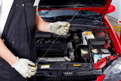 Efek Negatif Bila Mesin Mobil Kekurangan atau Kelebihan Oli