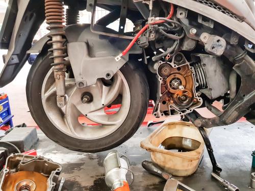 3 Kesalahan yang Harus Dihindari Ketika Ganti Oli Motor