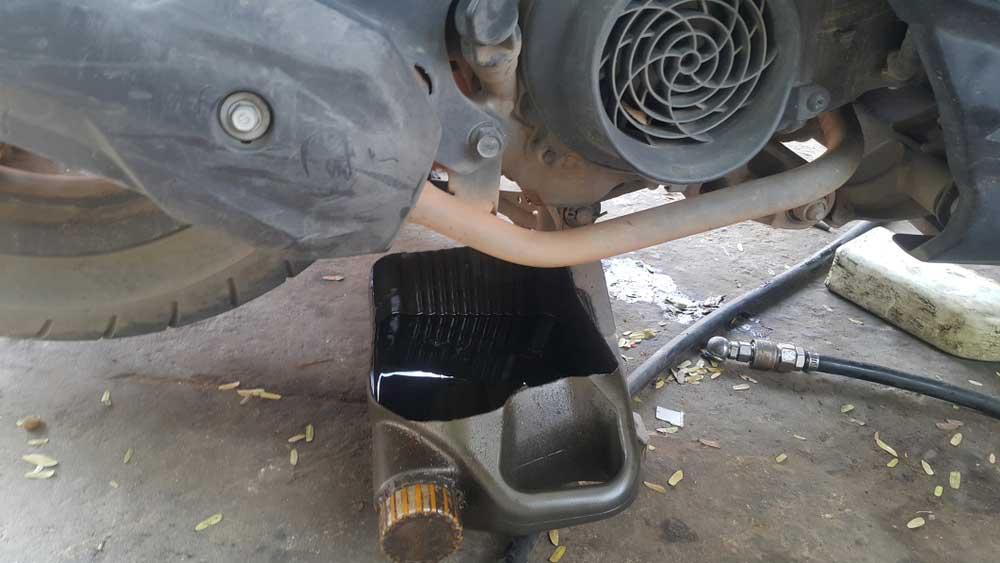 Langkah Mudah Mengganti Oli Motor Sendiri