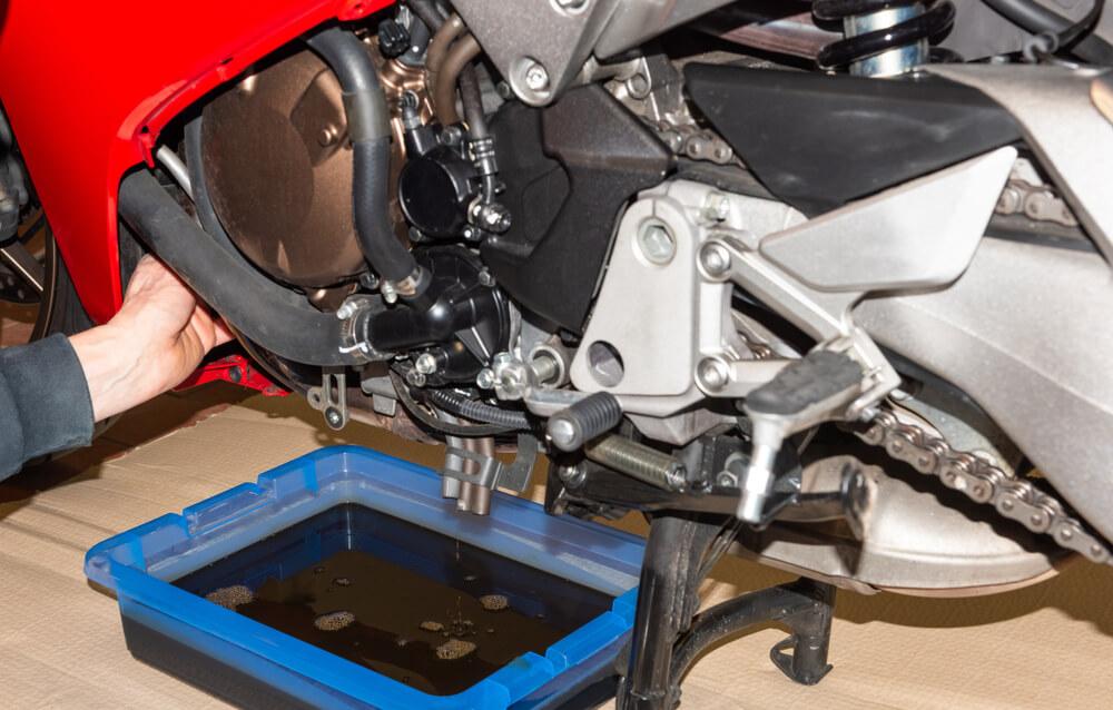 Tanda Oli Sepeda Motor Harus Segera Diganti