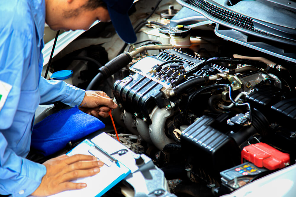 3 Hal yang Perlu Kamu Tahu Tentang Mengganti Oli Mobil