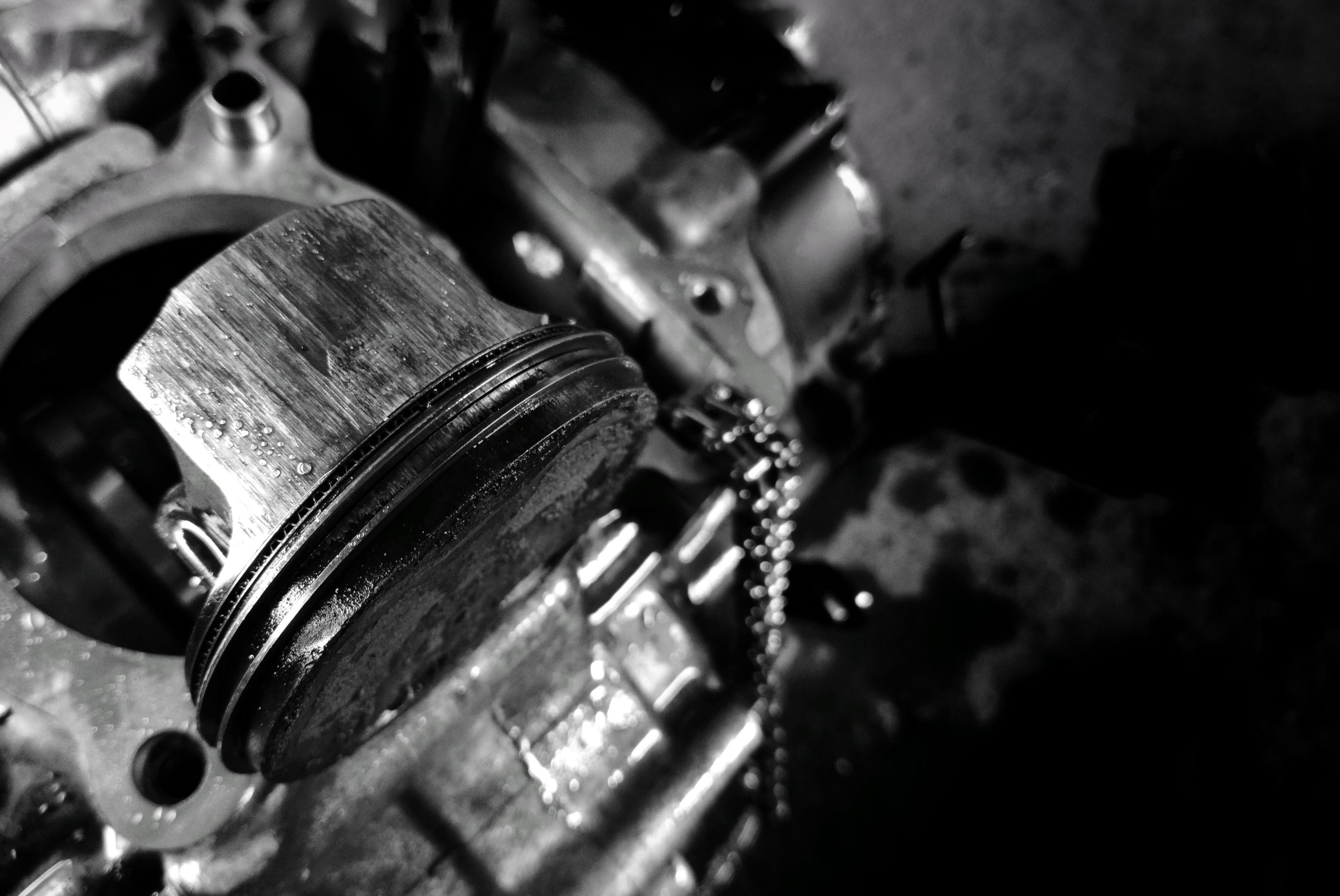 Apa yang Terjadi saat Piston Motor Rusak?