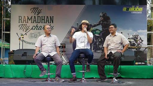 """Berbagi Kebahagian Bersama Oli Motor Evalube di """"My Ramadhan, My Charity"""""""