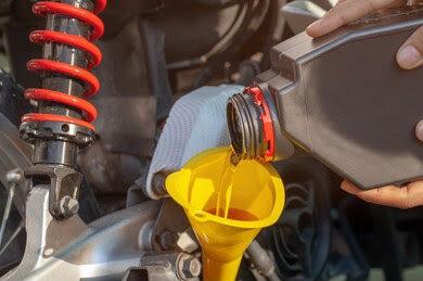 Ini Yang Terjadi Jika Oli Motor Manual Dipakai Motor Matic